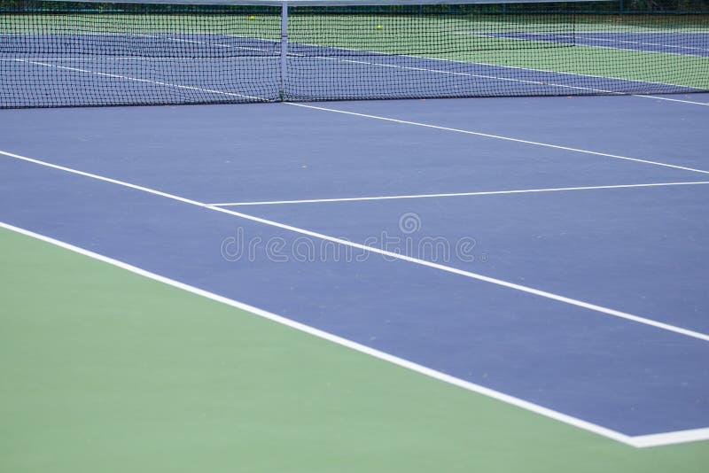 Barrière en acier de maille des courts de tennis image stock