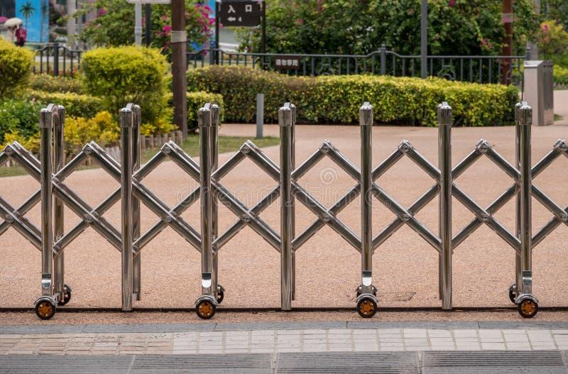 Barrière en expansion en métal en Chine photo stock