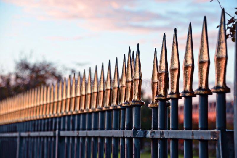 Barrière en métal dans le jardin de Tuileries photo stock