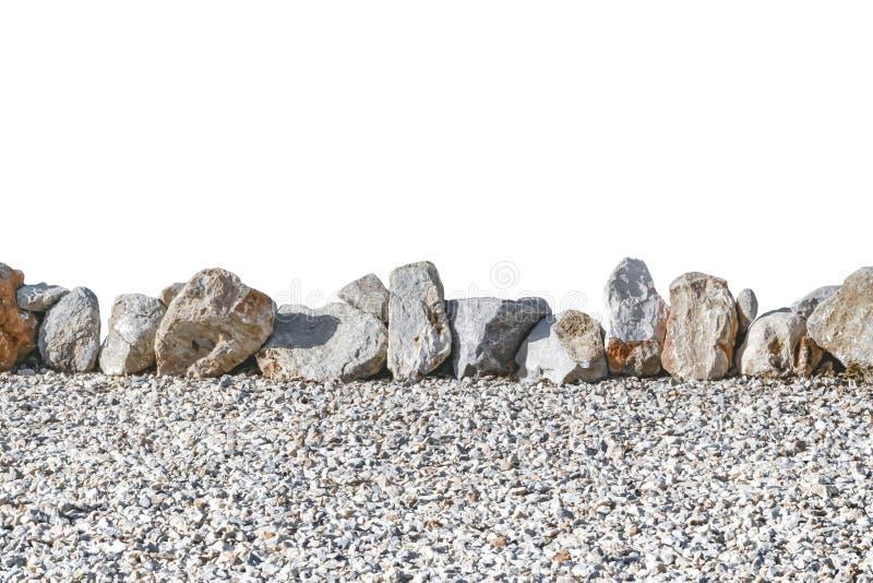 Barri?re en pierre de jardin d'isolement sur le fond blanc Cl?ture naturelle images stock