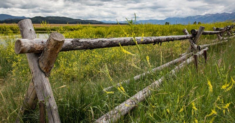Barrière rustique au Wyoming images libres de droits