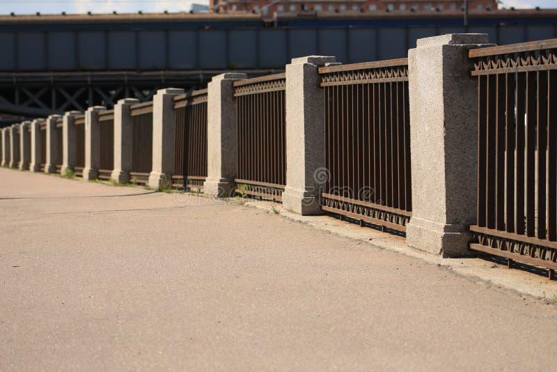 Barrière sur le quai photos libres de droits