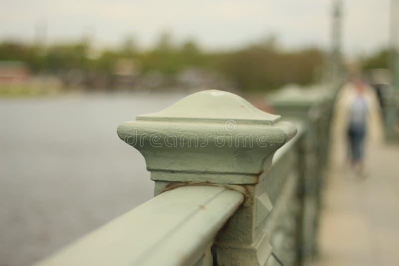 Barrière sur le quai photographie stock