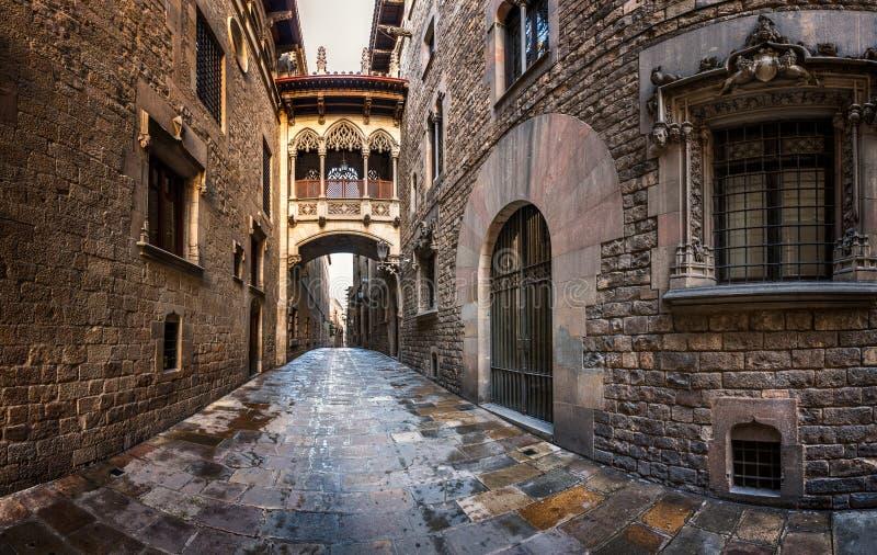 Barri Gothic Quarter und Seufzerbrücke in Barcelona lizenzfreies stockfoto