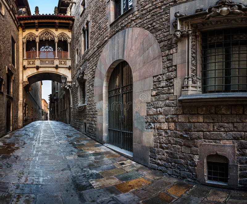 Barri Gothic Quarter und Seufzerbrücke in Barcelona, Katalonien stockbilder