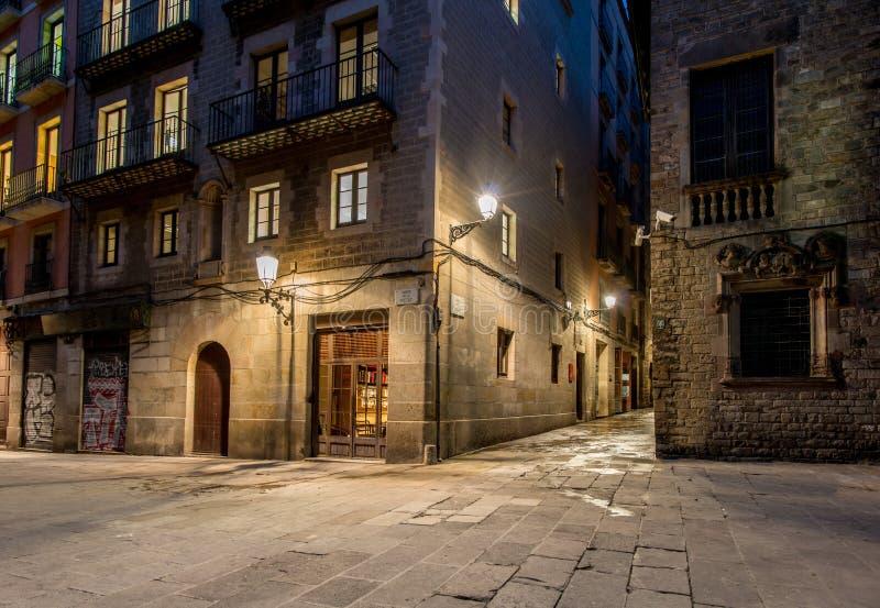 Barri Gotic на ноче стоковая фотография