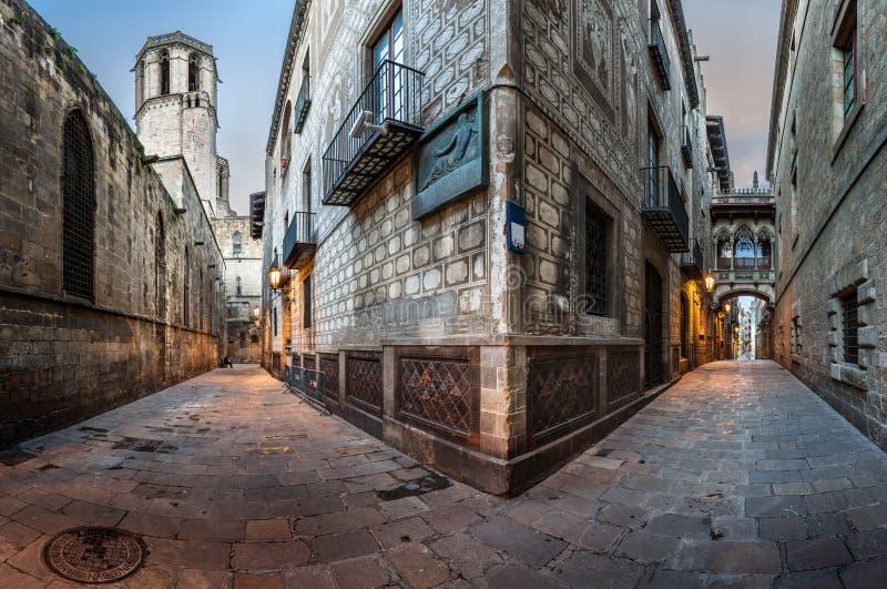 Barri gotyka ćwiartka i most westchnienia w Barcelona, Catalonia obrazy royalty free