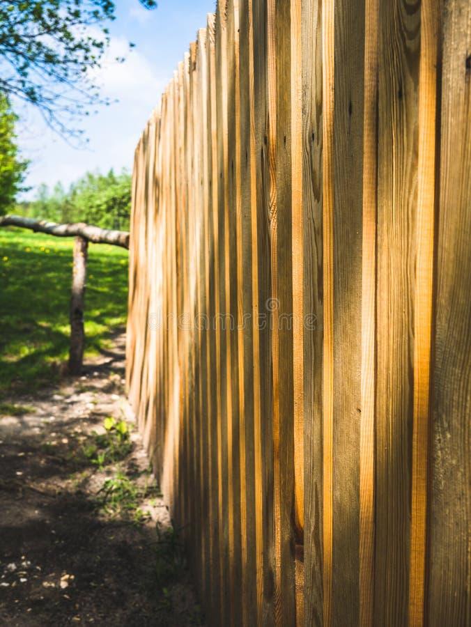 Barri?re en bois ? une ferme image libre de droits