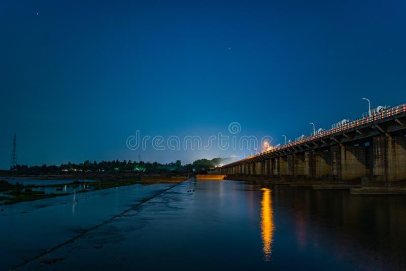 Barriage e una bella notte immagine stock