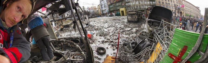 Barricades in de straat Hrushevskoho stock afbeeldingen
