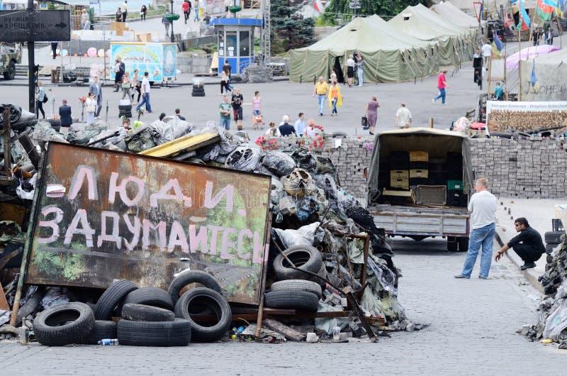 Barricades met affiche het zeggen stock afbeelding