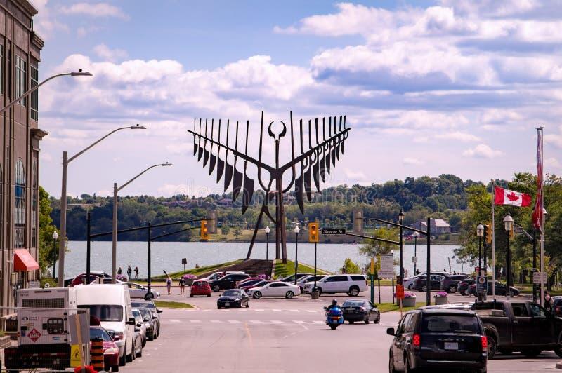 Barrie, Ontario, Canada - 2019 08 25: De zomerkijk langs de Maple met de Spirit Catcher sculptuur voor de stock afbeeldingen