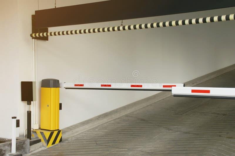 Barriera all'entrata al parcheggio fotografia stock libera da diritti