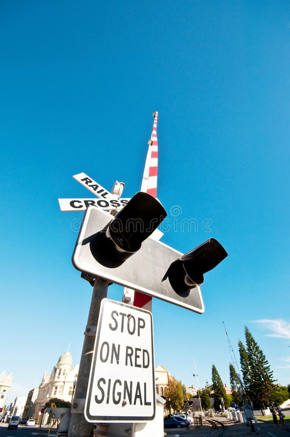 Barriera d'avvertimento ferroviaria fotografie stock libere da diritti