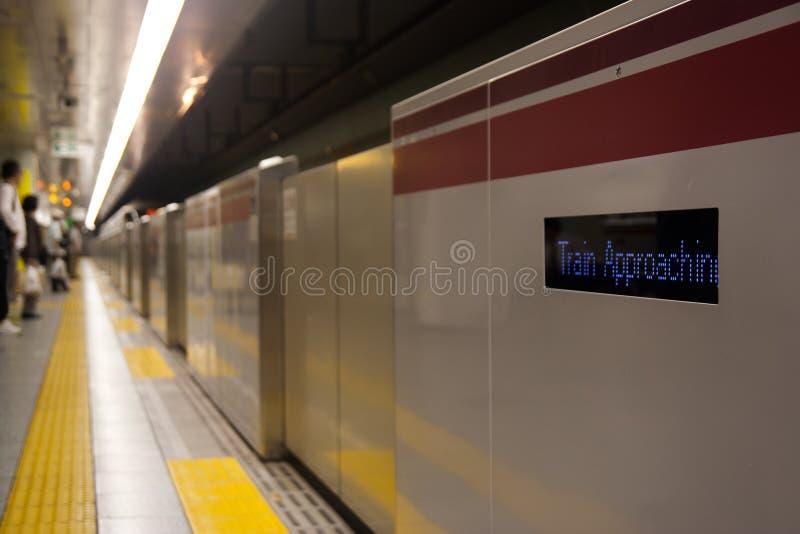Barriera d'avvicinamento del treno immagine stock