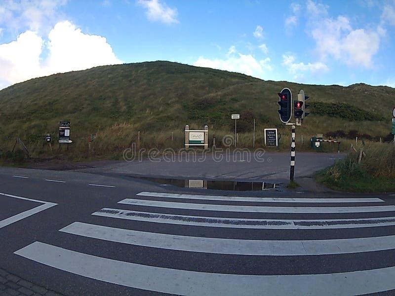 Barriera dei segni delle dune del semaforo di Zebrastrrifen fotografia stock