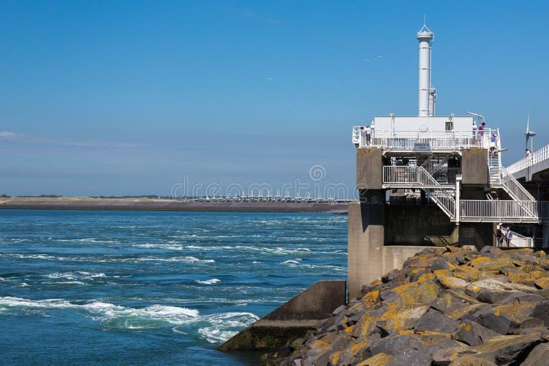 Barriere för stormsvallvåg på deltaworksna, Nederländerna arkivbild