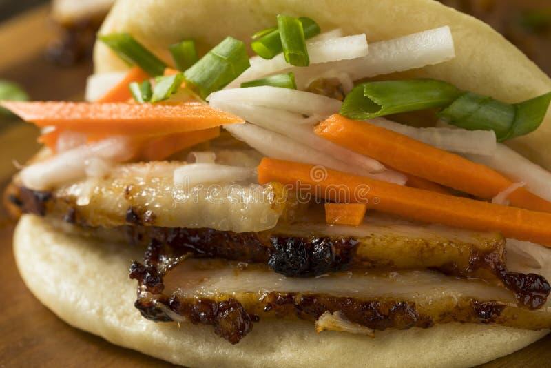 Barriga de carne de porco cozinhada caseiro Bao Buns imagens de stock royalty free