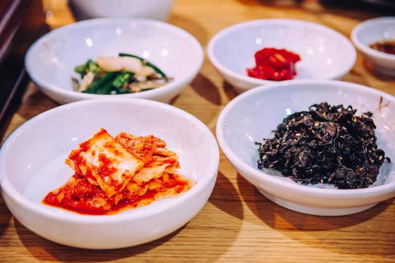 Barriga de carne de porco de Samgyupsal com o prato coreano do assado de Kimchi foto de stock