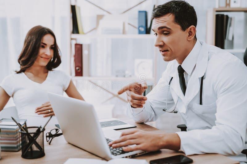 barriga ventilador Portátil consultation gynecology foto de stock royalty free
