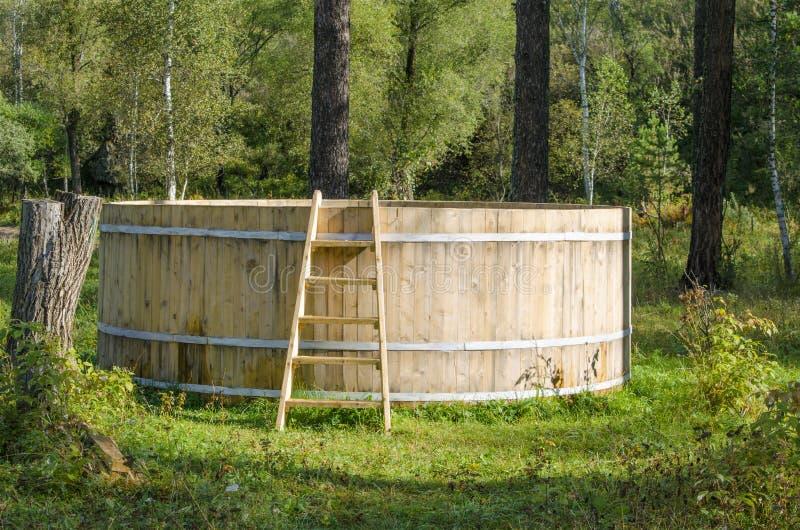 Barril de madera grande para bañarse imágenes de archivo libres de regalías
