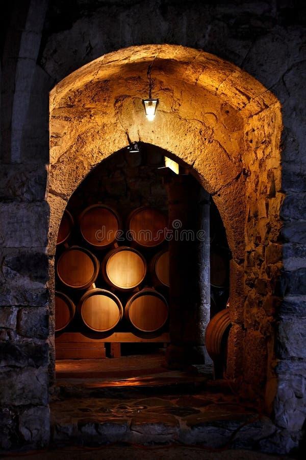 Barril de vino en lagar. imagen de archivo libre de regalías