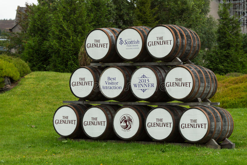Barriles de madera del whisky de Glenlivet imágenes de archivo libres de regalías