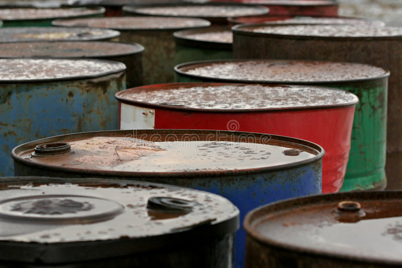 Barriles de petróleo oxidados fotografía de archivo libre de regalías