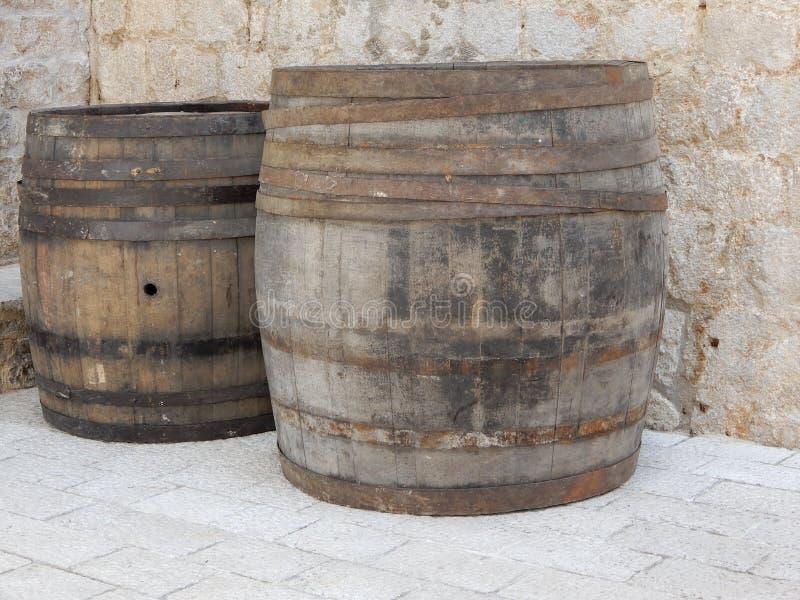 Barriles de vino en la ciudad vieja de Dubrovnik foto de archivo libre de regalías