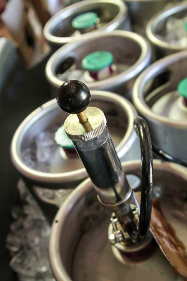 Barriletes de cerveza del brebaje casero fotografía de archivo libre de regalías