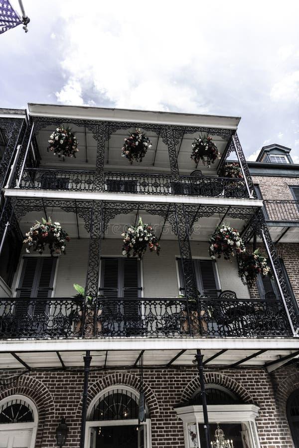 Barrio francés de New Orleans y sus balcones icónicos fotos de archivo libres de regalías