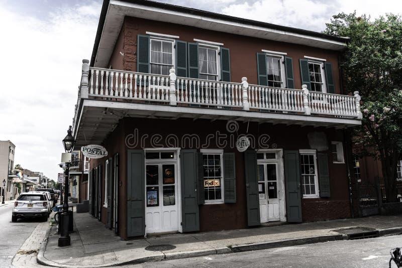 Barrio francés de New Orleans y sus balcones icónicos imagen de archivo libre de regalías