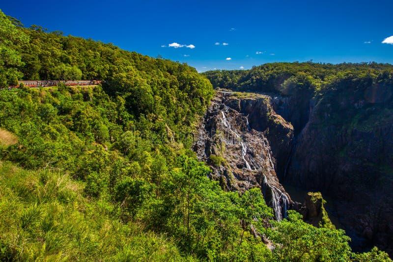 Barron Falls y ferrocarriles escénicos de Kuranda, Queensland, Australia fotografía de archivo