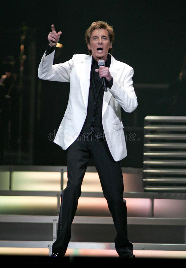 Barry Manilow se realiza en concierto imagen de archivo libre de regalías
