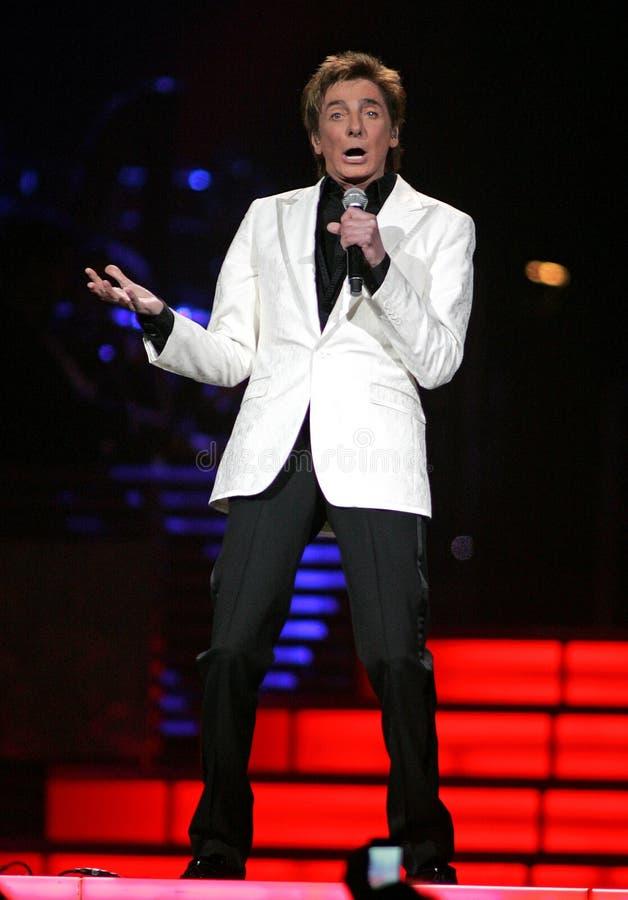 Barry Manilow se realiza en concierto imágenes de archivo libres de regalías