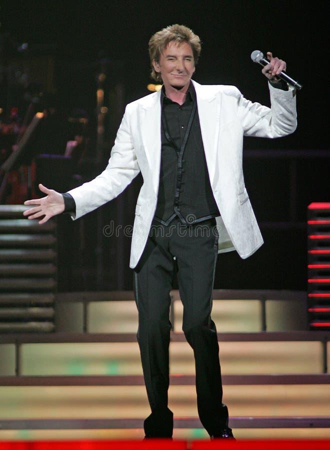 Barry Manilow se realiza en concierto foto de archivo libre de regalías