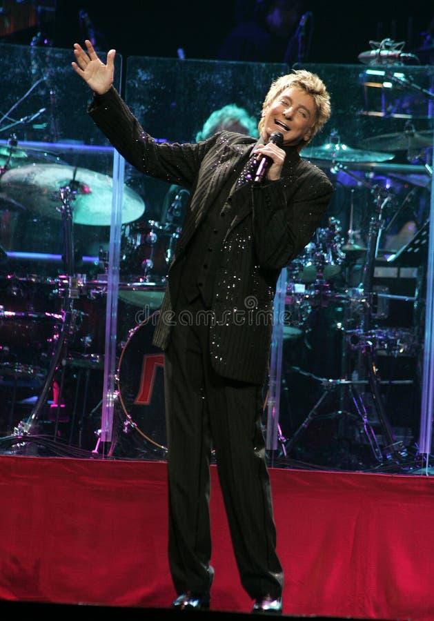 Barry Manilow se realiza en concierto foto de archivo