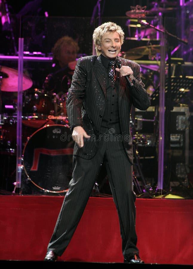 Barry Manilow se realiza en concierto fotos de archivo
