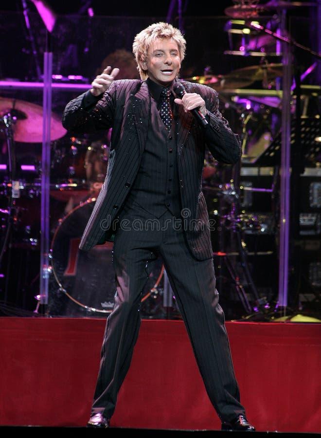 Barry Manilow se realiza en concierto imagen de archivo