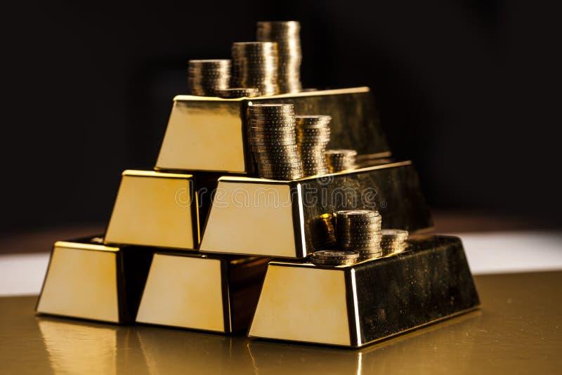 Bars d'or ! Argent et financier photos stock