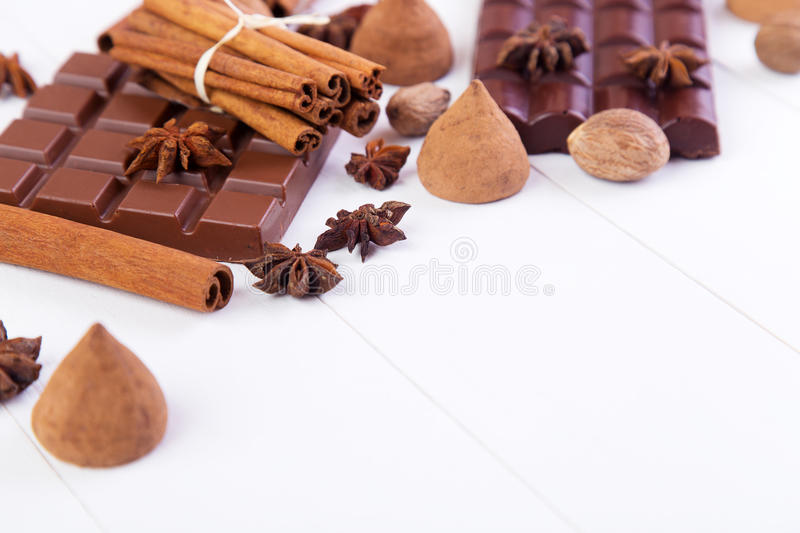 Download Bars de chocolat photo stock. Image du cannelle, lait - 77153366