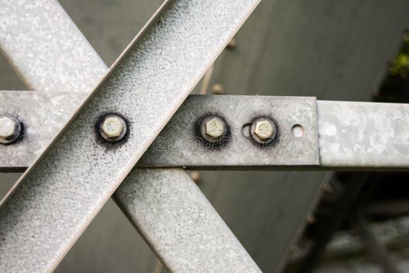 Bars van het staal de grijze metaal met bouten en wasmachines stock fotografie