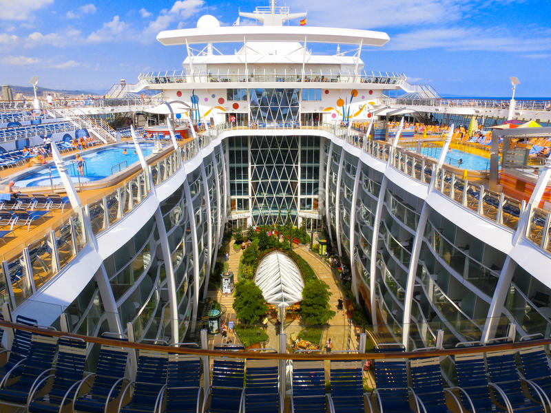 Barselona, Spaine - 2015年9月, 6 :皇家加勒比,海的魅力 免版税库存照片