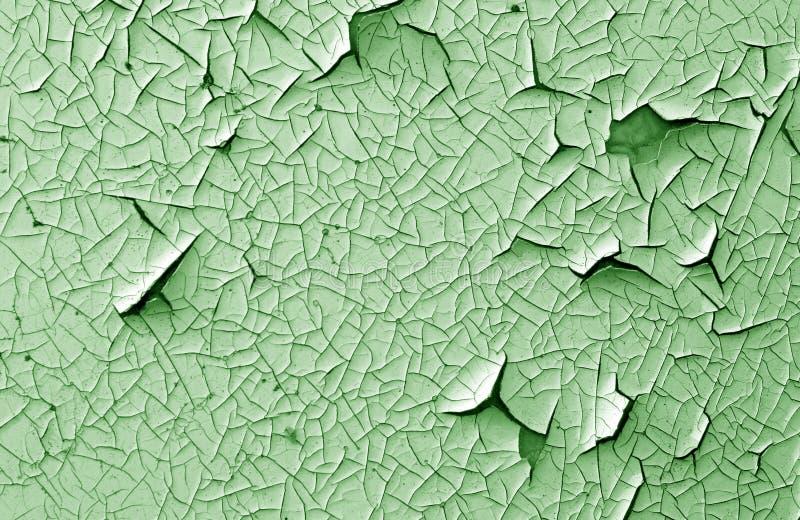 Barst en schade op geschilderde textuur in groene toon stock foto's