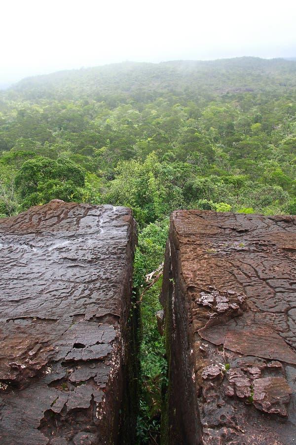 Barst van moutain in Bokor-natiepark stock afbeeldingen