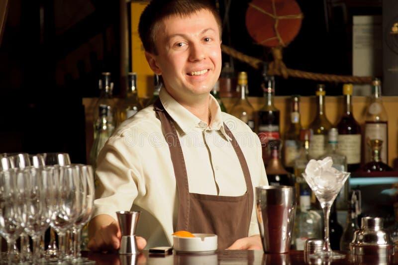 bartenderarbete royaltyfri fotografi