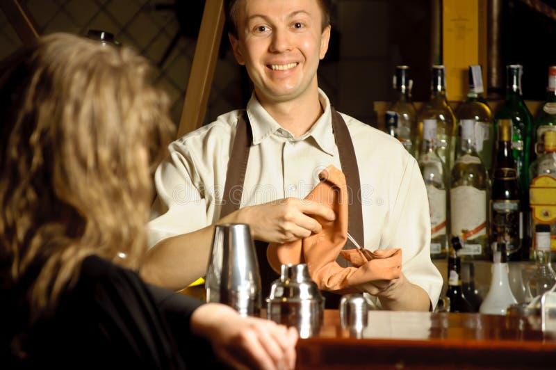 bartenderarbete royaltyfri foto