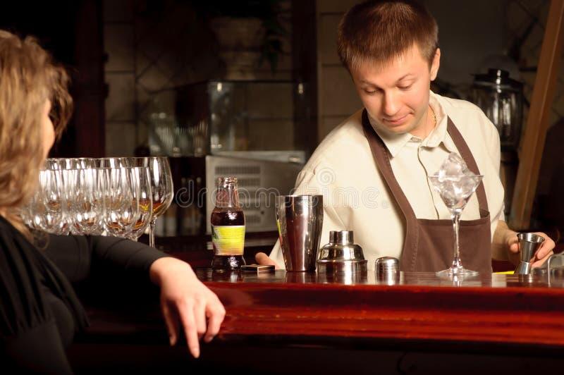 bartenderarbete arkivfoton