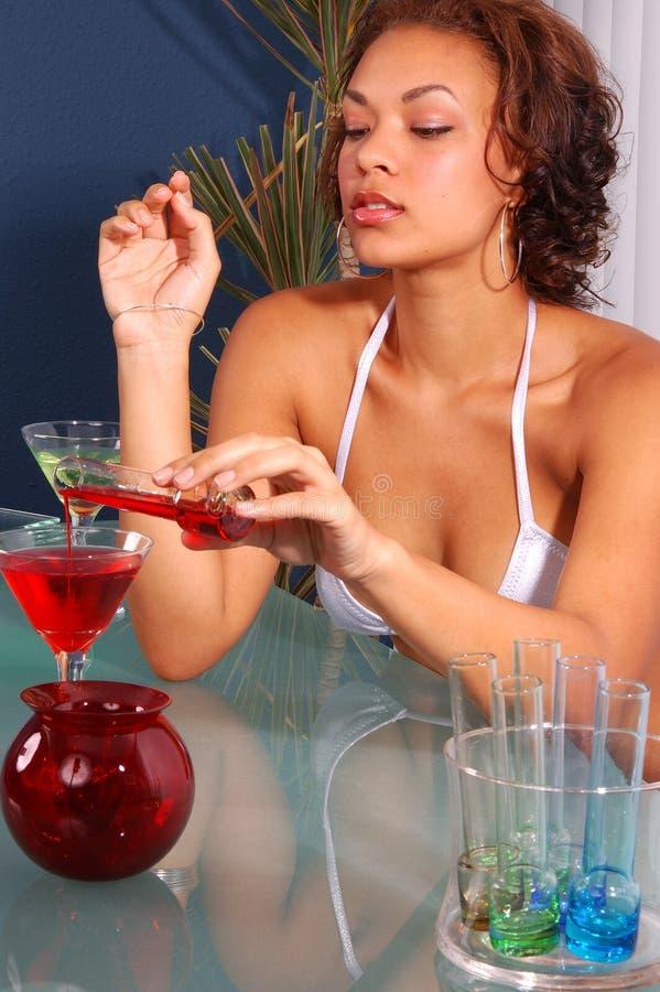 Download Bartenderbikini martini fotografering för bildbyråer. Bild av syster - 231301