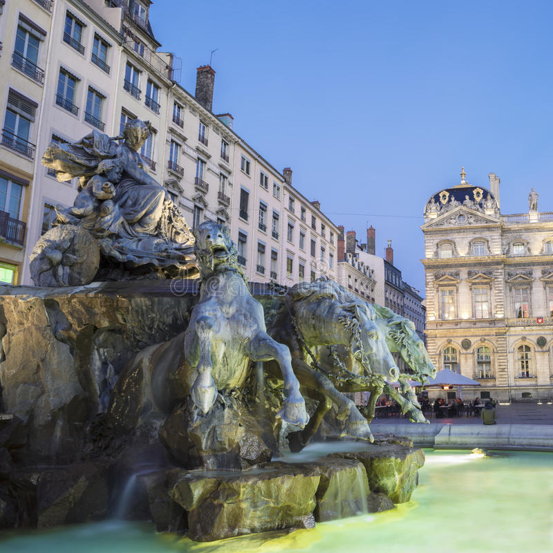 Bartholdi喷泉在利昂在夜之前 库存图片